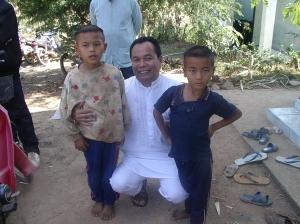 anak - anak muslim suku hmong di thailan...........