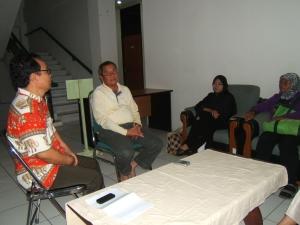 Lagi berbincang dengan Ketua Lembaga Adat Melayu (LAM) Batam dt Imran AZ