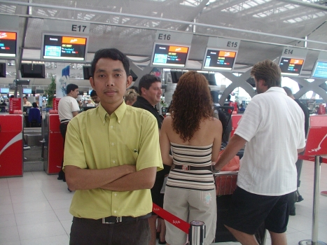 Lantai 3 Bandara Swarnabumi Bangkok di tempat chek in