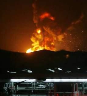 Depot Pertamina Pelumpang Terbakar, karena carbon yang terbakar akan menimbulkan asap hitam