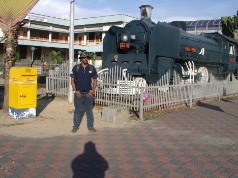Lokomotif di stesen Butterworth tempat menunggu di jemput