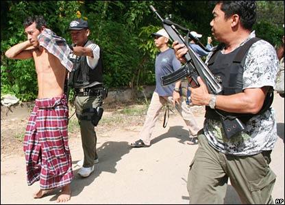 Begini kondisi umat muslim di selatan thailand, tak dapat berbuat apa-apa, sementara saudara muslim di seluruh dunia diam saja?