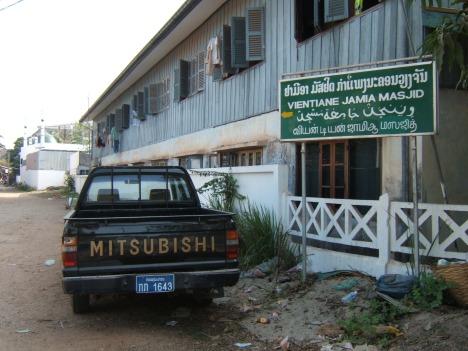 Masjid Jamik di Viantiane Laos jalan ke lokasi masjid itu tidak beraspal