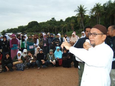 Saat Berkunjung ke Pulau Pulau Sekitar Batam, mulanya bantuan kepedulian......
