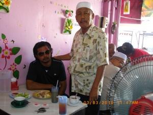 ini lah pak Musa asal manjung Perak Malaysia, bukan main senang hatinya saat ke  provinsi Trang Thailand berjumpa kawan sekampung (sama sama dari Manjung) nun jauh di sana