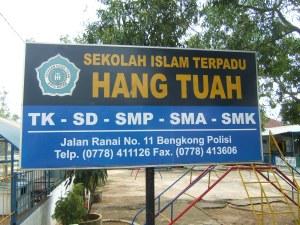 Sekolah ini terletak di Bengkong Polisi telah puluhan tahun berdiri