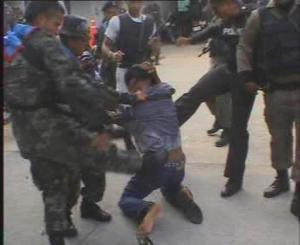 Para demonstran yang ditangkap dan di siksa oleh tentara dan polisi Thailand