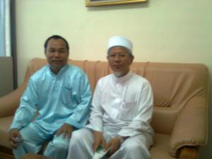 DR Ismail Lufthi Capakia pendiri dan rektor Universitas Islam Patani