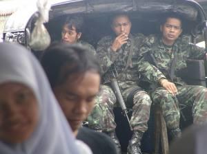 tentara Thai yang terus berjaga sepanjang hari di wilayah komplik