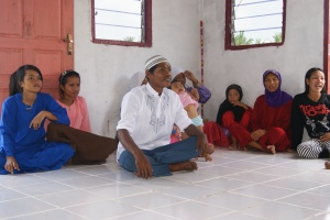 dulu namanya Aweng kini Samsudin salah seorang mualaf di kampung itu, mengharapkan ustadz yang dapat mengajari mereka tentang Islam
