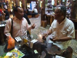 Hj Nasuha bin Kasian (kanan) pendiri dan pemilik Organic Natural Herbal Nasuha.