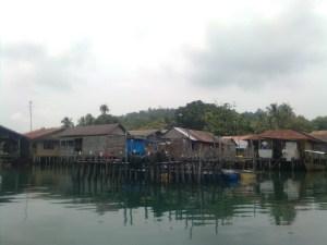 perkampungan suku laut dia Air Lingka