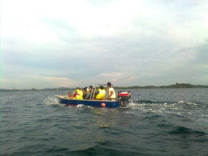 Perairan Pulau Semakaau kecamatan Belakang Padang, termasuk salah satu pulau terluar di Indonesia, yang berbatasan langsung dengan Singapura. Disini tinggal sekeluarga pak Pon yang matanya buta tak dapat disembuhkan lagi meskipun dengan operasi katarak