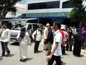 kantor pusat dakwah muhammaadiyah singapura, sesaat sebelum pelepasan jenazah, yang disemayamkan disitu