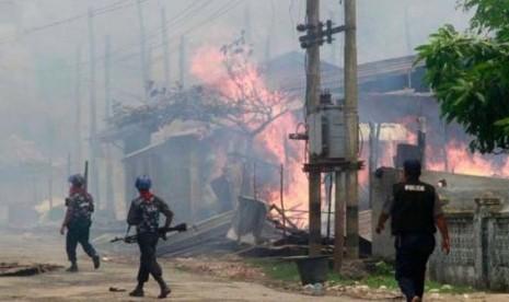 Hasil gambar untuk rumah muslim rohingya di bakar