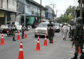 Sekatan di tengah pekan (bandar) empat wilayah komplik , biasanya tentara ini siaga di tempat-tampat fasiltas kerajaan dan toko warga non muslim