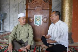 Bersama Ustadz Haji Wang Jin Shui , Imam masjid Cheng Ho Surabaya