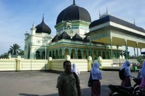 Masjid Azizi Langkat Tanjung Pura