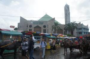 Masjid ini terletak di tengah-tengah Pasar Raya Padang.
