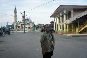 Bangunan berbentuk masjid itu bukan lah masjid, tetapi makam tuan Guru Besilam