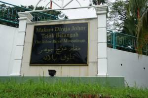 Komplek Makam di Areal Masjid